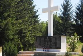 Spomenik palim braniteljima u selu Strasnik (2)