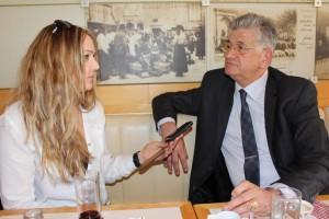 Urednica Fenixa Marijana Dokoza i pro elnik  Upravnog odjela za poduzetni tvo, turizam i more Milan Peri