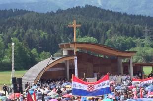 Više od trideset tisuća hodočasnika okupilo se prošle godine na Bleiburškom polju Foto:Fenix