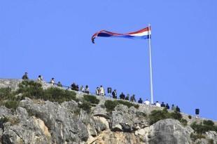 Hrvatska zastava na Kninu / Foto: Fenix