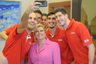Hrvatske košarkaše pred početak EuroBasketa primila je hrvatska predsjednica Kolinda Grabar Kitarović Foto Facebook