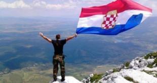 Zastava Herceg-Bosne na 1864 metra visokom vrhu Kamešnice