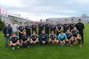 Momčad A-juniora Croatije ZH sa trenerima i vodstvom