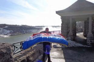 Antuan M Power Čuvalo sa hrvatskom trobojnicom i natpisom Ljubuški