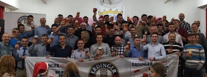 Članovi Zrinskog s darom bavarske pivovare Foto/B.Žepić