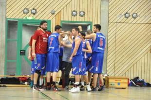 Košarkaši Komušine prije početka utakmice