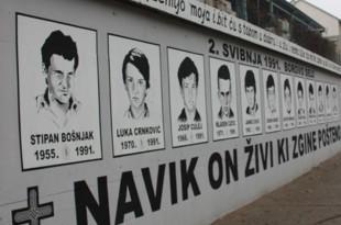 1.Mural u Vinkovcima sa slikama poginulih hrvatskih redarstvenika