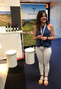 Arhivska fotografija mlade hrvatske enologinje iz Stina vino na vinskom sajmu u Bordeauxu / Foto:Fenix Magazin