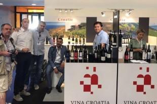 Hrvatski vinari  posjetitelji na sajmu vina u Bordeauxu