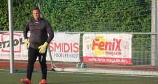 U nedostatku igrača, rezervi vratar Posavine Danijel Pavić ostao je sam na klupi za rezerve / Foto:Fenix-magazin