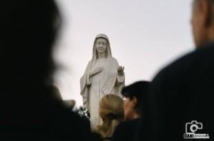 Molitva pred kip om Gospe u Međugorju / Foto: Đani