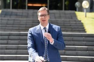 Vučić je povukao diplomate iz  Skoplja