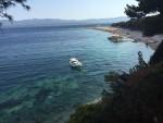 """Čitateljica Fenixa Ljiljana uživa na plaži Zlatni rat, jednoj odnajljepših šljunčanih plaža na hrvatskoj obali, a ujedno i najprepoznatljivijoj vizuri Bola na Braču i s pravom se pita: """"Tko ovo može platiti?"""" Gledajući njene fotografije moramo odgovoriti: """"Baš nitko"""""""