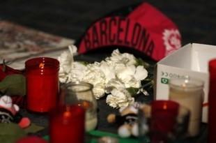Svijeće i cvijeće za ubijene u Barceloni Foto:Twitter