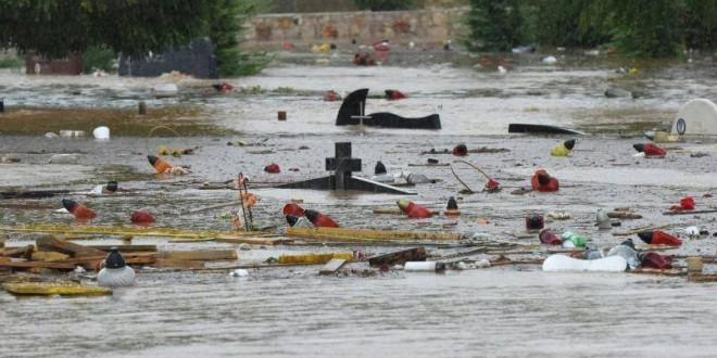 Voda doslovno nosi križeve s grobova na zadarskom Gradskom groblju