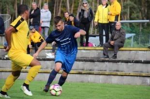 Goran Mulac u napadu (plavi dres)