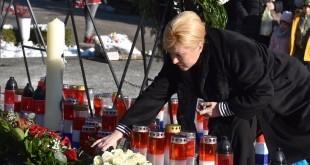 Predsjednica je jutros položila vijenac i zapalila svijeću na grobu prvog hrvatskog predsjednika u povodu 18. obljetnice njegove smrti / Foto: HINA/