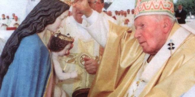 Sveti Papa Ivan Pavao ll kruni kip Gospe Aljmaške