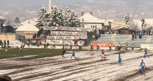 Provokativni transparent govora mržnje navijača Sarajeva u Vitezu / Foto: V.I.