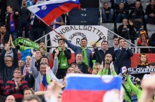 Pahor je navijao za svoju reprezentaciju na utakmici protiv Crne Gore / Foto: Twitter