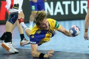 Jesper Nielsen iz Švedske puca na vrata Danske /Foto: HINA