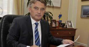 Željko Komšić s Titovom slikom u uredu / Foto: VL BiH