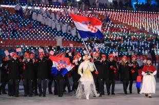 Hrvatsku trobojnicu na otvaranju u Pjongčangu nosio je Natko Zrnčić-Dim / Foto: Hina