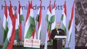 Mađarski premijer Viktor Orban u govoru ispred zgrade Parlamenta / Foto:Twitter