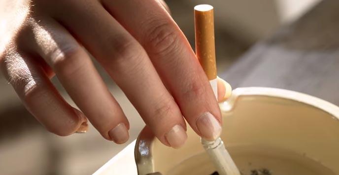 KOBNA CIGARETA: Nije htjela pušiti u svom stanu, popela se na krov i pala