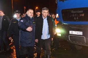 Premijer PLenkoviæ u noænim satima obišao kritièna mjesta izlije