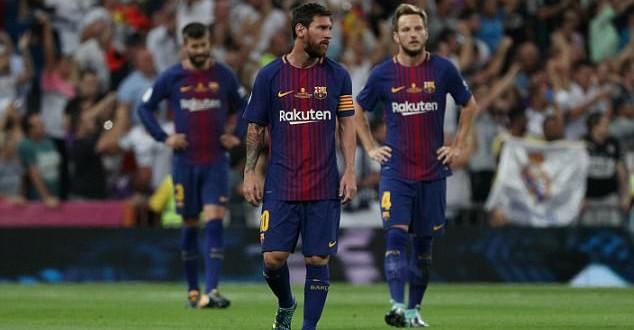 Igrači Barcelone pognutih glava u Rimu / Foto:Hina