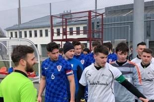 Arhivska snimka istrčavanja na teren igrača Croatie Solothurn / Foto:HNK Croatia S.