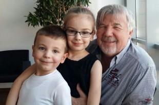 Pejo Perić s unucima
