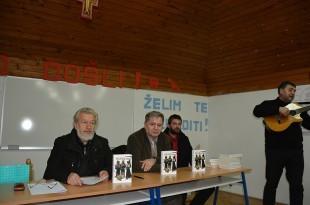 Tomislav Marijan Bilosnić, Ante Gugo i Goran Mrnjavac na predstavljanju knjige Žetva u polju otrova, Knin