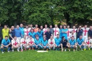 Igrači i treneri prve i druge momčadi Posavine Frankfurt slave ostanak u Kreisoberligi Frankfurta / Foto: Fenix Magazin - Danijel Pavić