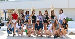 Djevojke su se razveselile i susretu s kraljem latino glazbe Davorom Radolfijem. Foto: World Top Model Croatia