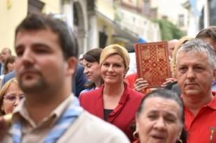 Hrvatska predsjednica u svečanoj koloni u Rijeci na proslavi sv. Vida  / Foto: Ured Predsjednice