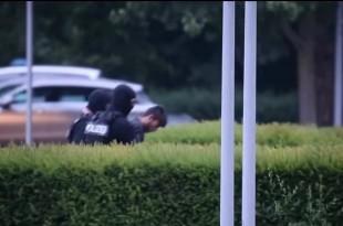 Ubojicu su u subotu uvečer uz jako osiguranje doveli u Wiesbaden. Foto: Screenshot