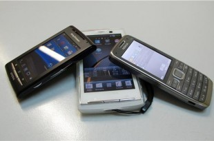 Francuski učenici ovisni o mobitelima morat će u školi preživjeti bez njih. Foto: Hina/Ilustracija