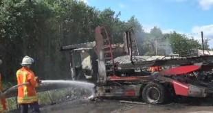 Od siline udara  oba vozila su se zapalila. Foto: Screenshot/Bild