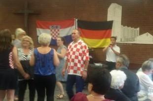 Uz hrvatske specijalitete, piće i glazbu uživo, slavilo se do duboko u noć. Foto: FM