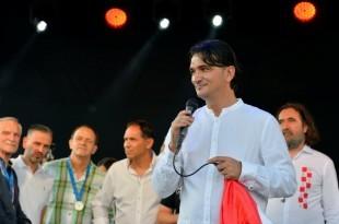 Zlatko Dalić pozdravlja svoje Varaždince / Foto: Hina