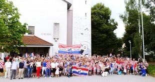 Hrvatski vjernici na misu došli u dresovima. Foto: Fra Zvonko Tolić/Fenix Magazin