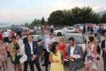 Švicarci čekaju ispred crkve izlazak mladenaca