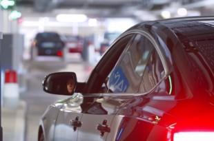 Studija je pokazala da parking na najvećim zračnim lukama u Njemačkoj košta više od leta/Foto: Screenshot/Youtube
