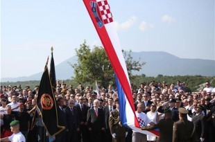 kninska tvrdjava  zastava