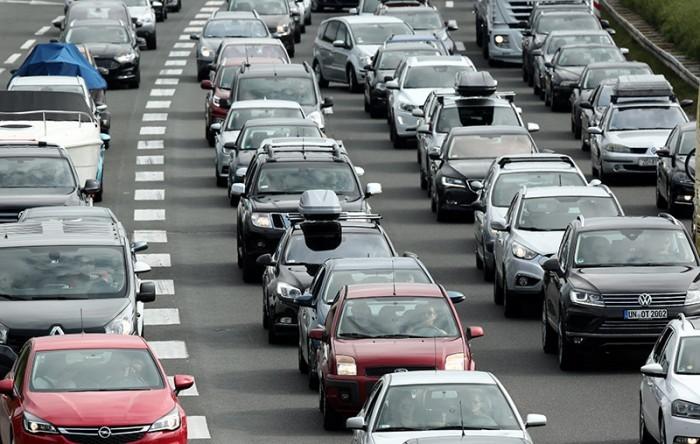AKO PUTUJETE: HAK javlja o pojačanom prometu na cestama prema moru, kolona pred naplatom Lučko