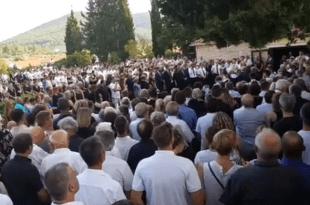 Na pogreb Olivera Dragojevića u Vela Luku došlo tisuće ljudi