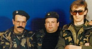Ivan Lozo sa suborcima Marijanom Brkljačićem i Vinkom Spajićem na Gospićkom bojištu 1992. godine / Foto: Osobni arhiv I.L.
