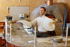 Smiljan Ćorić iz Švicarske je višestruki prvak u akrobatskom pripremanju pizza i treći na Svjetskom prvenstvu 2000. godine